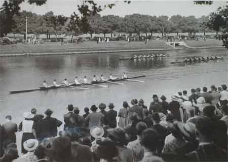 1939 Senior Eight Winning the Gilby Cup at The VRA Regatta
